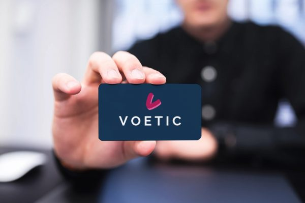voetic card view